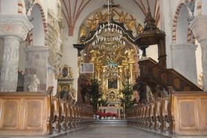 Wnętrze Bazyliki – widok od strony kruchty